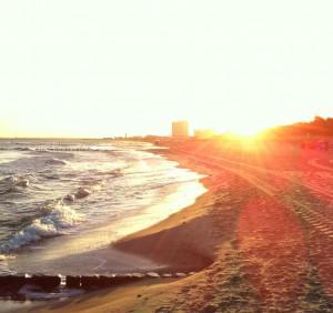 Morgensonne am Strand von Warnemünde