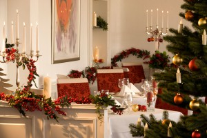 Weihnachten geschmückter Tisch