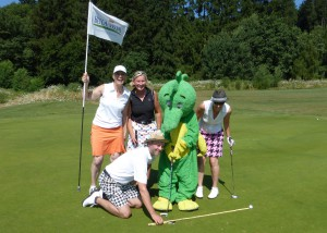 Der 4er Flight mit Schauspielerin und Autorin Corinna Binzer beim Charity-Golfturnier