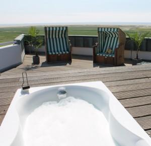 Whirlpool auf der Dachterrasse des ambasador hotel & spa
