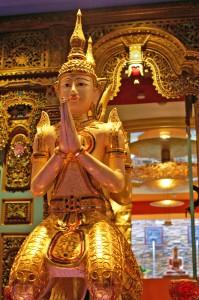 binz_grand-hotel_thaifigur_eingang