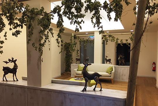 Hopfen-Dekoration in der Wartezone im Spa-Bereich im Hotel Eisvogel