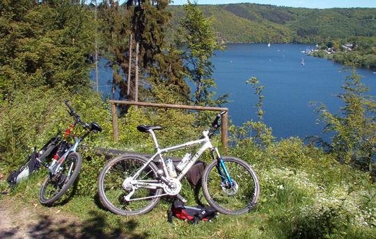 Radfahren: Blick in die Natur bei Fahrradtour vom Freund - Das Hotel & Spa-Resort aus
