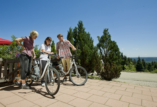 Kontrolle der E-Bikes im Nationalpark-Hotel Schliffkopf