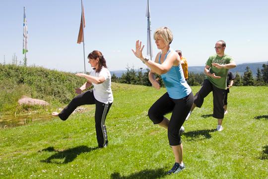 Gruppe macht Sport an der frischen Luft