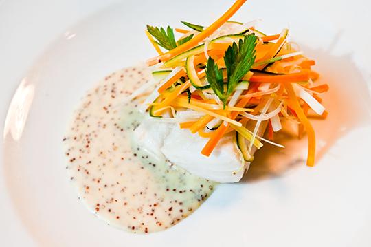 Das pochierte Ostseedorschfilet mit Diion-Senfsauce ist lecker und gar nicht so schwer nachzumachen.