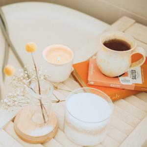 Yoga wellness zuhause porridge Meditation ingwershot home-spa grüner smoothie frühstück ernährungdetox
